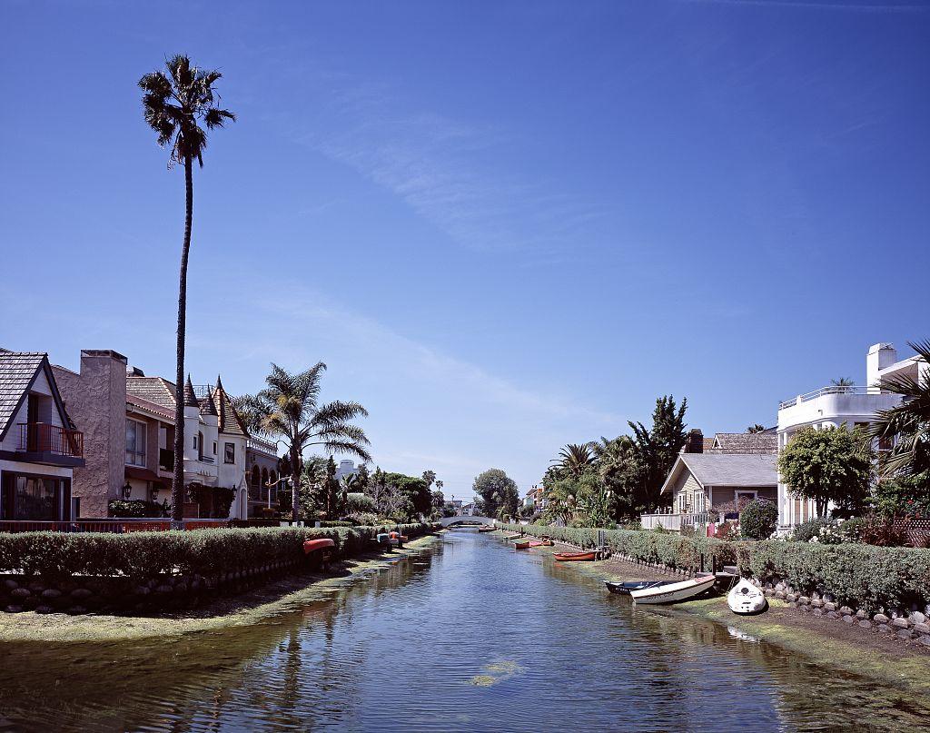 Closest Airport To Venice Beach California