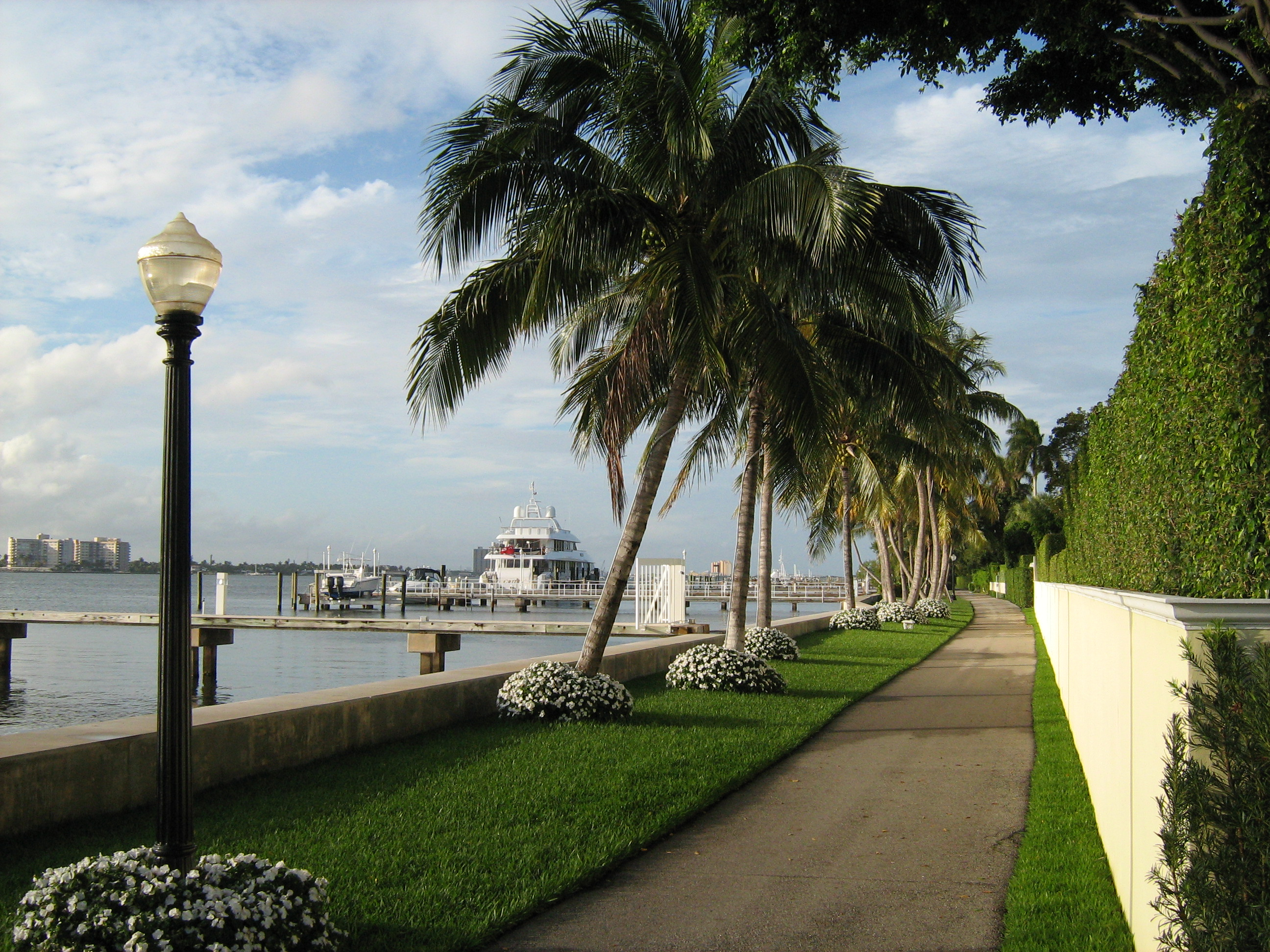 Hilton Palm Bea...